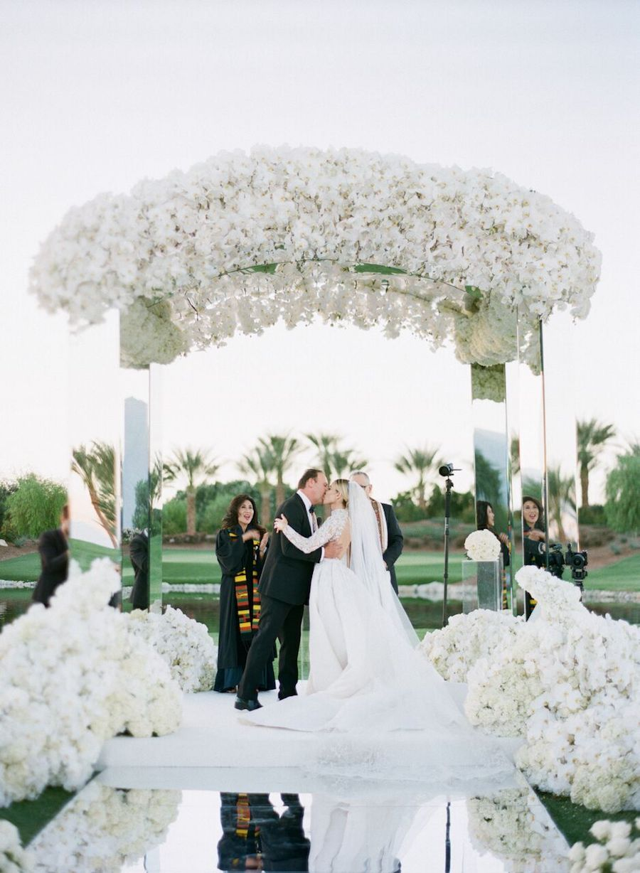 revelry-event-designers-sacks-productions-tara-david-wedding-of-the-year-grace-ormonde-04